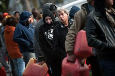 Residents try to keep warm as they line up for gasoline in the Staten Island Borough of New York.   Image courtesy of DailyMail.co.uk.