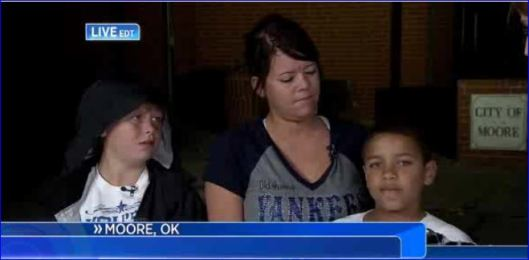 screenshot aftermath moore oklahoma tornadoes 05202013 008 teacher saved two children as school collapsed