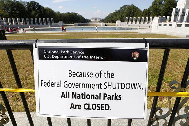 Governement Shutdown Sign Closing National Parks