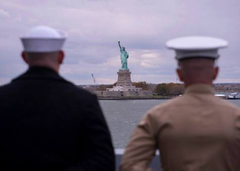 002 - 131108-N-XQ474-108 NEW YORK CITY (Nov. 8, 2013) - A Sailor and Marine man the rails of Amphibious transport dock ship USS New York (LPD 21) as she transits past the statue of liberty on her way to New York City. New York departed Naval Station Norfolk to conduct training and participate in Veterans Week New York City to honor the service of our nation's veterans. (U.S. Navy photo by Mass Communication Specialist Seaman Andrew Schneider/RELEASED)