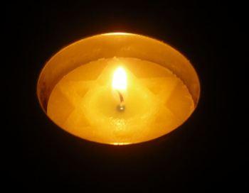 screenshot Yom Shoah candle