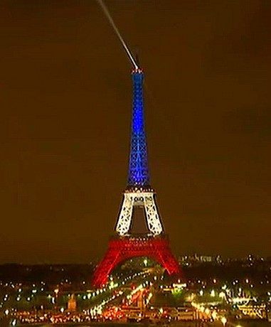 Screenshot Eiffel Tower Shines Blue, White and Red after Paris Islamic terrorist attacks