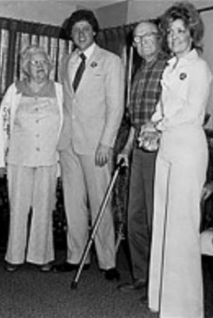 screenshot juanita broaddrick and bill clinton broaddrick family photo