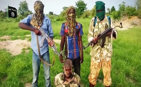 Boko Haram about to behead Nigerian soldier (screenshot)