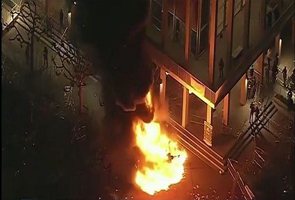 screenshot-university-of-berkeley-riots-that-forced-cancellation-of-milo-yiannopoulis-speaking-engagement-02012017-425-x-288